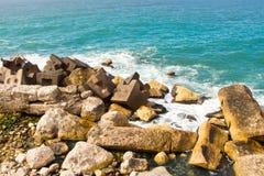 Mar e rochas fotografia de stock