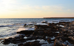 Mar e rochas imagem de stock