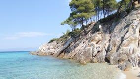 Mar e rochas claros, praia de Dukina, Grécia Imagens de Stock Royalty Free