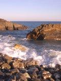 Mar e rochas vermelhas Imagem de Stock