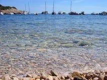 Mar e seixos Foto de Stock
