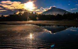 Mar e Sun da montanha Fotos de Stock