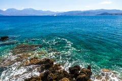 Mar en Agios Nikolaos Imagenes de archivo