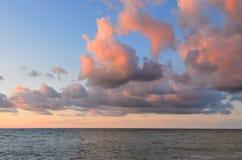 Mar en la puesta del sol Fotografía de archivo