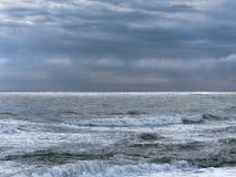 Mar enojado en Outer Banks de Carolina del Norte Fotos de archivo