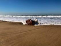 Mar? entrante na praia da areia, Oceano Atl?ntico, Agadir, Marrocos foto de stock