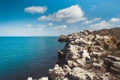 Mar escarpado de la costa Imagen de archivo libre de regalías