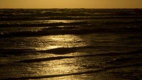 Mar escuro com reflexões do sol Fotos de Stock Royalty Free