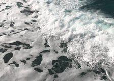 Mar espumoso na manhã fotografia de stock royalty free