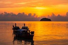 Mar hermoso con la luz 6 de la mañana foto de archivo