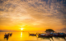 Mar hermoso con la luz 11 de la mañana Imagenes de archivo