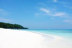 Mar hermoso del agua clara en la isla de Tachai, Phang Nga Tailandia Fotos de archivo