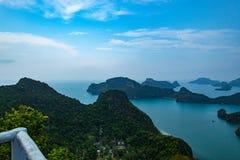 Mar hermoso en las islas del angthong foto de archivo libre de regalías
