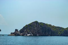 Mar hermoso en las islas del angthong foto de archivo