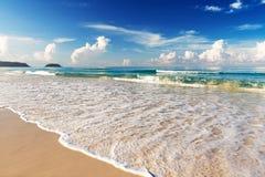 Mar hermoso Playa de Karon, Phuket, Tailandia Fotos de archivo libres de regalías