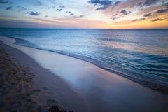 Mar hermoso y puesta del sol Foto de archivo libre de regalías