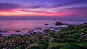 Mar macio e céu bonito imagem de stock