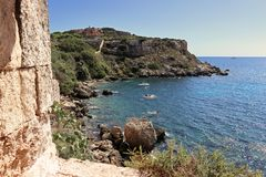 Mar Mediterráneo de la costa menorquina Fotos de archivo libres de regalías