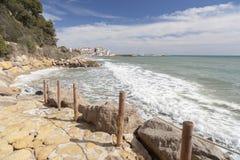Mar mediterráneo de la costa, Roda de Bera, Costa Dorada, Cataluña, fotografía de archivo libre de regalías