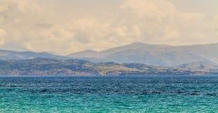 Mar Mediterráneo en Corfú Fotos de archivo
