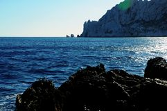 Mar Mediterráneo en el sur Francia imagenes de archivo