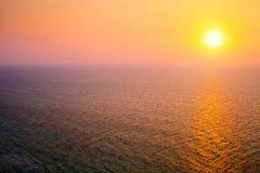 Mar Mediterráneo en la puesta del sol Foto de archivo