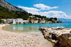 Mar Mediterráneo y Pebble Beach en Croatia Imagen de archivo