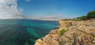 Mar Mediterrâneo azul e verde de Majorca Fotografia de Stock Royalty Free