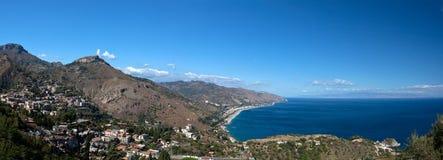 Mar Mediterrâneo da baía, Taormina, Sicília, Itália Imagens de Stock