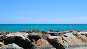 Mar Mediterrâneo da costa Fotos de Stock Royalty Free
