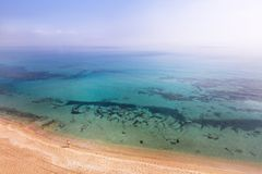 Mar Mediterrâneo da vista aérea de Chipre fotos de stock royalty free
