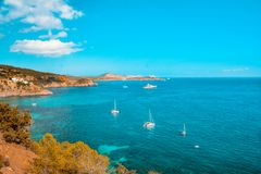 Mar Mediterr?neo do ver?o em Ibiza, Balearic Island fotografia de stock