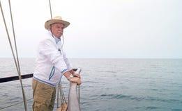 Mar Mediterraneo dell'acqua dell'oceano della barca a vela dell'uomo del marinaio Fotografia Stock
