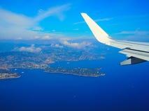 Mar Mediterraneo di vista aerea dall'aereo, alpi delle montagne, Riviera francese, ` Azur, Nizza, Villefranche-sur-Mer, Monaco Mo Immagini Stock Libere da Diritti