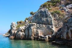 Mar Mediterraneo e vecchie rovine immagini stock