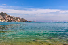 Mar Mediterrâneo em Riviera francês Fotos de Stock Royalty Free
