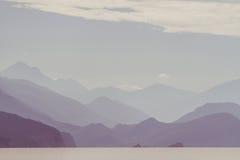 Mar, montañas y nubes Foto de archivo libre de regalías