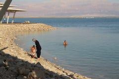 Mar muerto en Israel - Ein Bokek Fotos de archivo