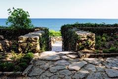 Mar Nero visto dal giardino botanico in Balchik, Bulgaria Fotografie Stock