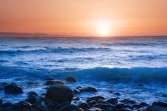 Mar no por do sol Imagens de Stock