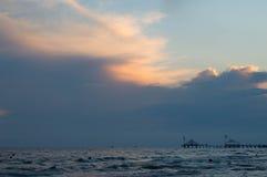 Mar no por do sol Céu da baunilha imagens de stock