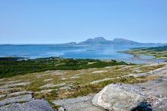 Mar noruego y montañas - Helgeland Imagen de archivo libre de regalías