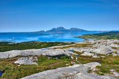 Mar noruego y montañas - Helgeland Fotografía de archivo libre de regalías