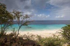 Mar - opiniones alrededor de la isla caribeña de Curaçao fotos de archivo
