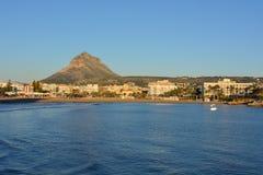 Mar para varar vista, la ciudad pintoresca y popular de Javea, imagen de archivo libre de regalías