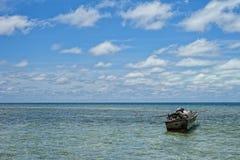 Mar polinésio tropical Crystal Water Clear do oceano da praia do paraíso de turquesa Fotos de Stock Royalty Free