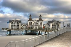 mar-puente viejo foto de archivo libre de regalías