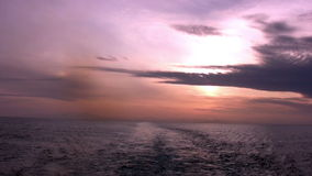 Mar. Puesta del sol roja almacen de metraje de vídeo