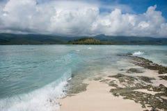 Mar que fluye en la isla del misterio foto de archivo libre de regalías