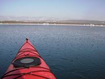 Mar que kayaking no inverno foto de stock royalty free